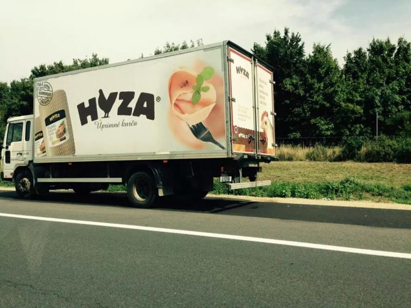 هذه الشاحنة من النمسا حملت خمسين لاجئا سوريا لخلاصهم من الحرب لكنهم وصلوا جثثا هامدة