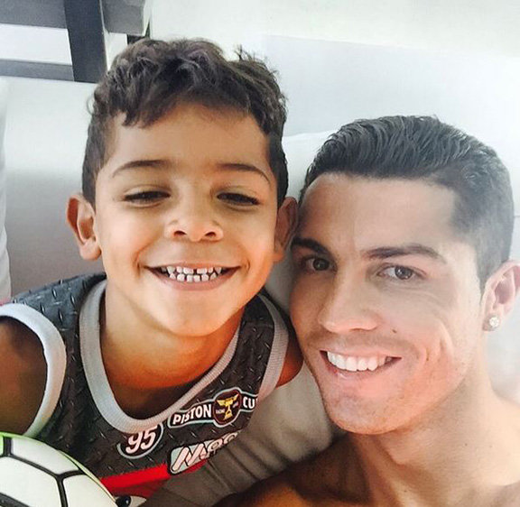 #رونالدو يقوم باشياء طفولية مع ابنه الصغير #كوره صوه رقم 2