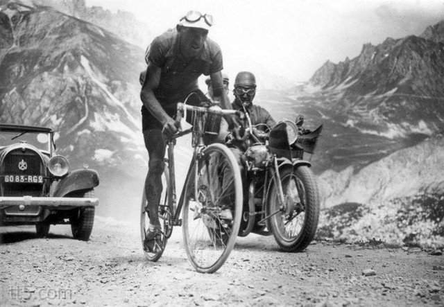 سباق فرنسا للدراجات عام 1934 م #غرد_بصورة - صورة 1