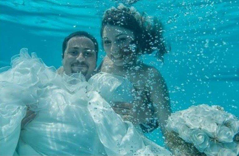 الزفاف تحت الماء آخر صيحات الموضة ب#مصر #غرد_بصوره صوره رقم 8