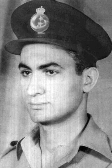 صورة #قديمة للرئيس المصري السابق محمد حسني مبارك بالزي العسكري #مصر