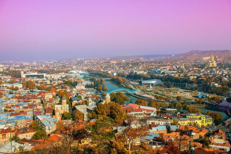 مدينة تبلّيسي عاصمة جورجيا أثناء الغروب #جورجيا