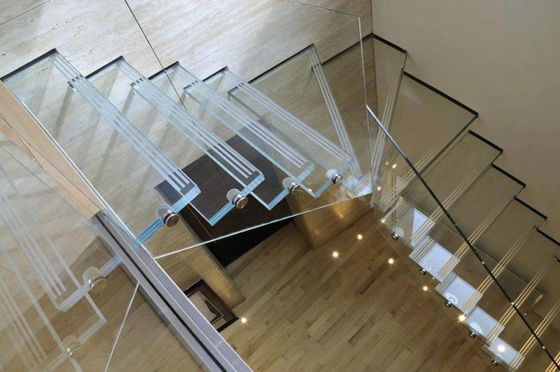 صور من اجمل السلالم الزجاجية #غرد_بصوره صوره 1