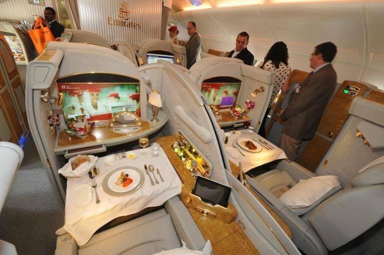 صور الطائرة الأكبر التي تنضم لخطوط الإمارات وتحتوي على برك سباحة ومرافق اخرى - صورة ٨