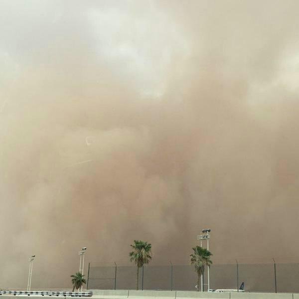 عاصفه رملية كثيفة تضرب العاصمة #الرياض صوره رقم2