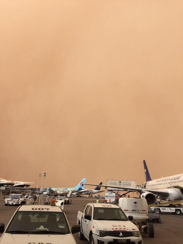 عاصفه رملية كثيفة تضرب العاصمة #الرياض صوره رقم1
