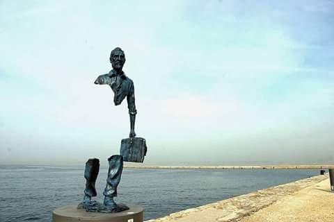 تمثال المغترب- وصف دقيق لحال المغترب وشوقه