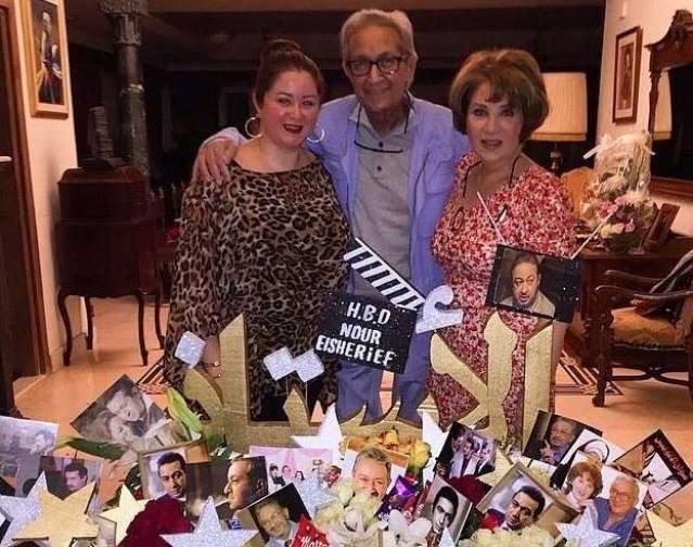 اخر الصور للفنان الراحل نور الشريف يحتفل بعيد ميلاده مع عائلته برغم مرضه الشديد #مصر #نور_الشريف #وفاة_نور_الشريف صوره رقم 3
