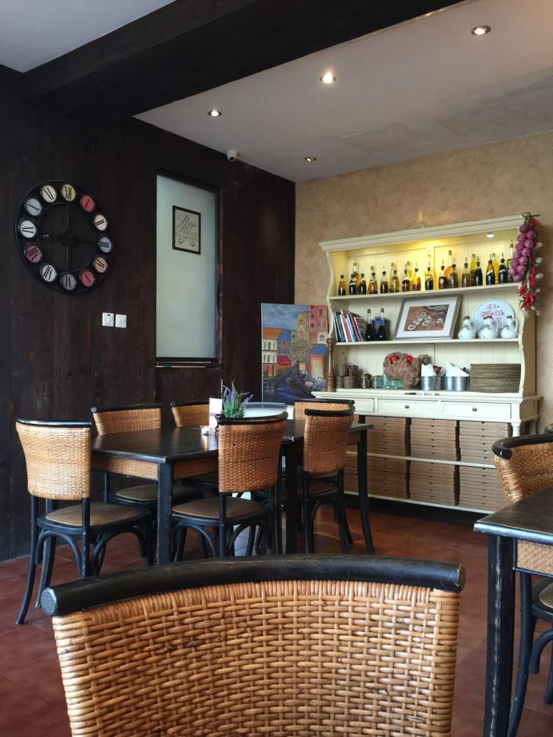 مطعم بيتزا دي روكو #أبوظبي شارع السلام