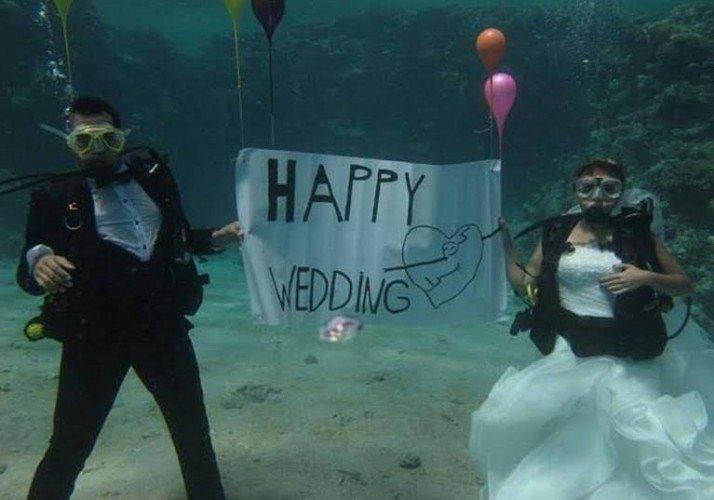 الزفاف تحت الماء آخر صيحات الموضة ب#مصر #غرد_بصوره صوره رقم 6