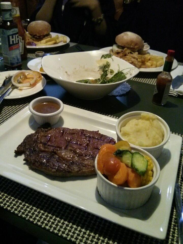 مطعم ذا بوتشر شوب اند جريل - شارع التحلية العلية #الرياض
