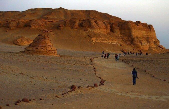 وادى الحيتان متحف مفتوح على أرض #مصر عمره 40 مليون سنة صوره رقم 1
