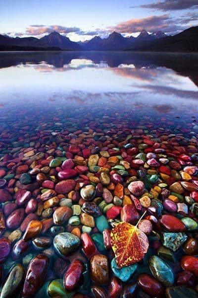 بحيرة ماكدونالد في مونتانا في #الولايات_المتحدة