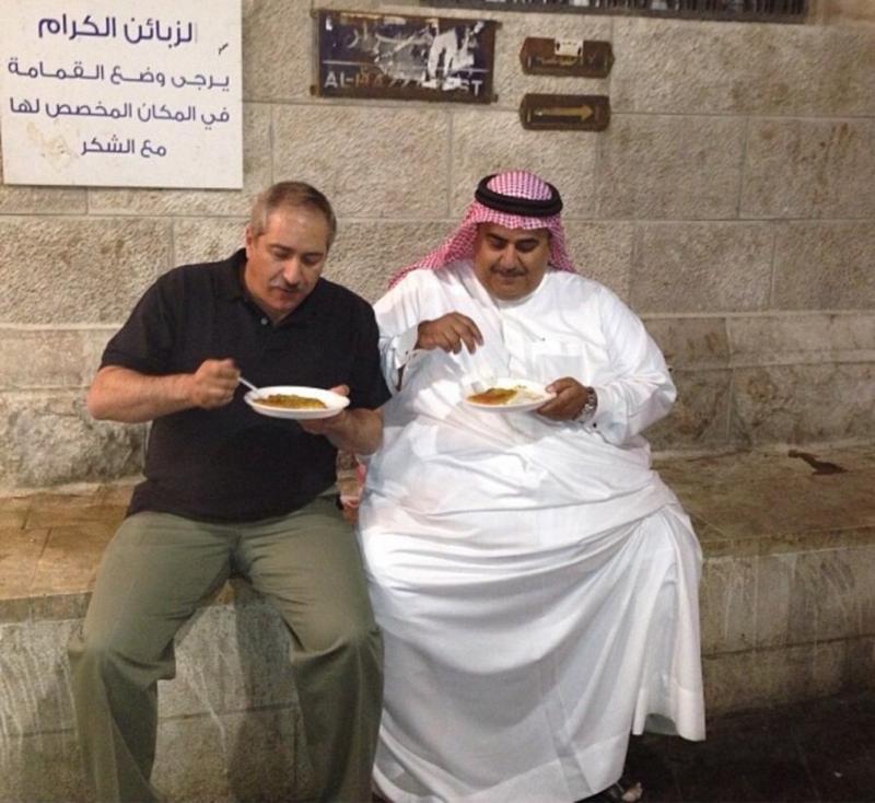معالي ناصر جودة ومعالي الشيخ خالد في وسط البلد #عمان يأكلون الكنافة