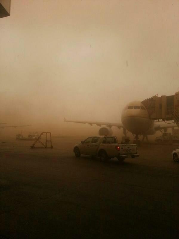 عاصفه رملية كثيفة تضرب العاصمة #الرياض صوره رقم3