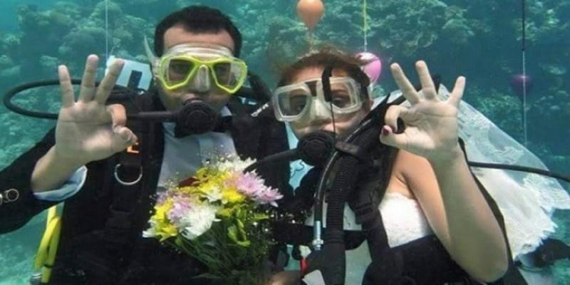 الزفاف تحت الماء آخر صيحات الموضة ب#مصر #غرد_بصوره صوره رقم 7