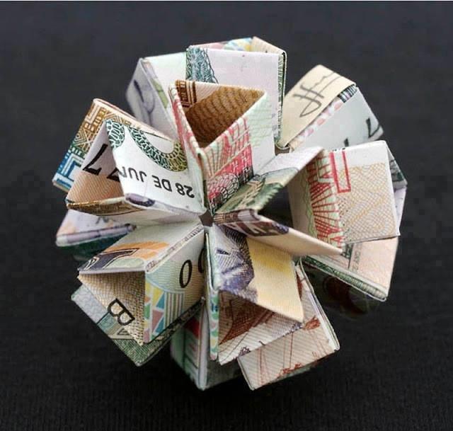 أجمل الأشكال الهندسية المكونة من المال ومن العملة الورقية #غرد_بصورة -صورة 1