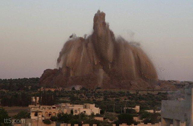 كاميرا تصور لحظة إنفجار أكثر من 60 طن من المتفجرات #غرد_بصورة-صورة 3