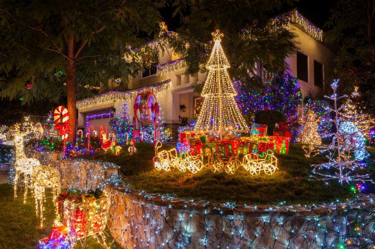 بيت في فترة عيد الميلاد #كاليفورنيا #الولايات_المتحدة