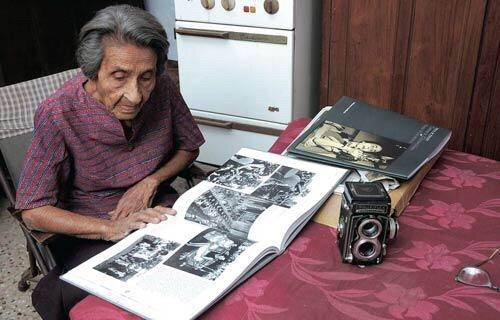 المصورة ماي فياراوالا ذاكرة الهند البصرية، بتغطيتها زيارة زعماء كبار لبلدها وتصويرها لغاندي ونهرو