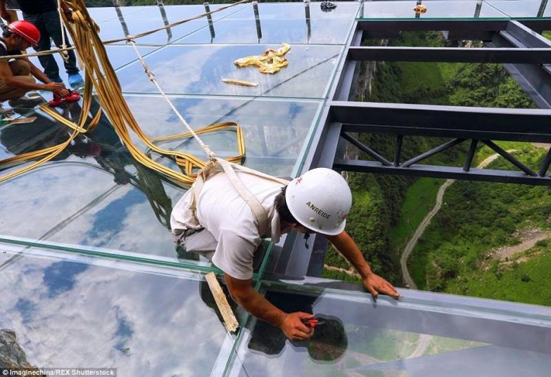 #بالصور أكبر ممر زجاجي في العالم #غرد_بصوره صوره 2