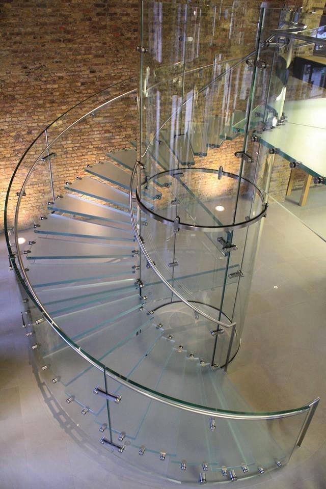 صور من اجمل السلالم الزجاجية سلم دائري #غرد_بصوره صوره 4