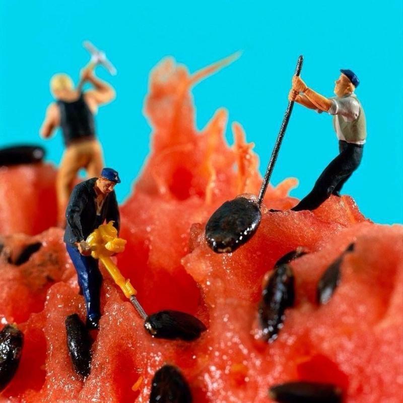 فن الدمج بين الطعام والمجسمات الصغيرة جدا لخلق قصص - صورة ٩