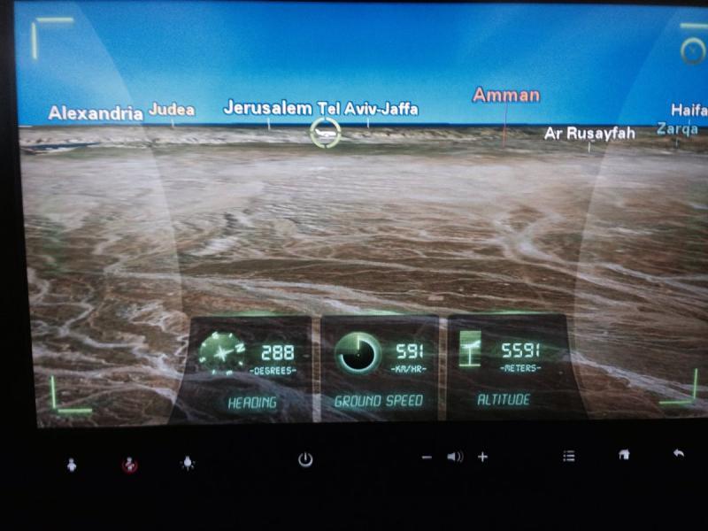 كاميرا كابينة الطيار من نظام الترفيه على طيارات الملكية الأردنية