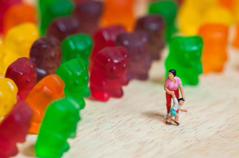 فن الدمج بين الطعام والمجسمات الصغيرة جدا لخلق قصص - صورة ٧