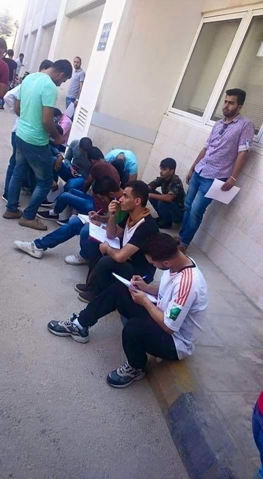 طلاب الجامعة الهاشمية خلال انتظارهم للتبرع بالدم لزميلهم #حازم_القواسمة قبل وفاته