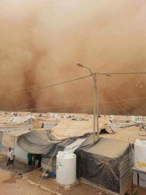 العاصفه الرمليه على مخيم الزعتري #عمان #الاردن