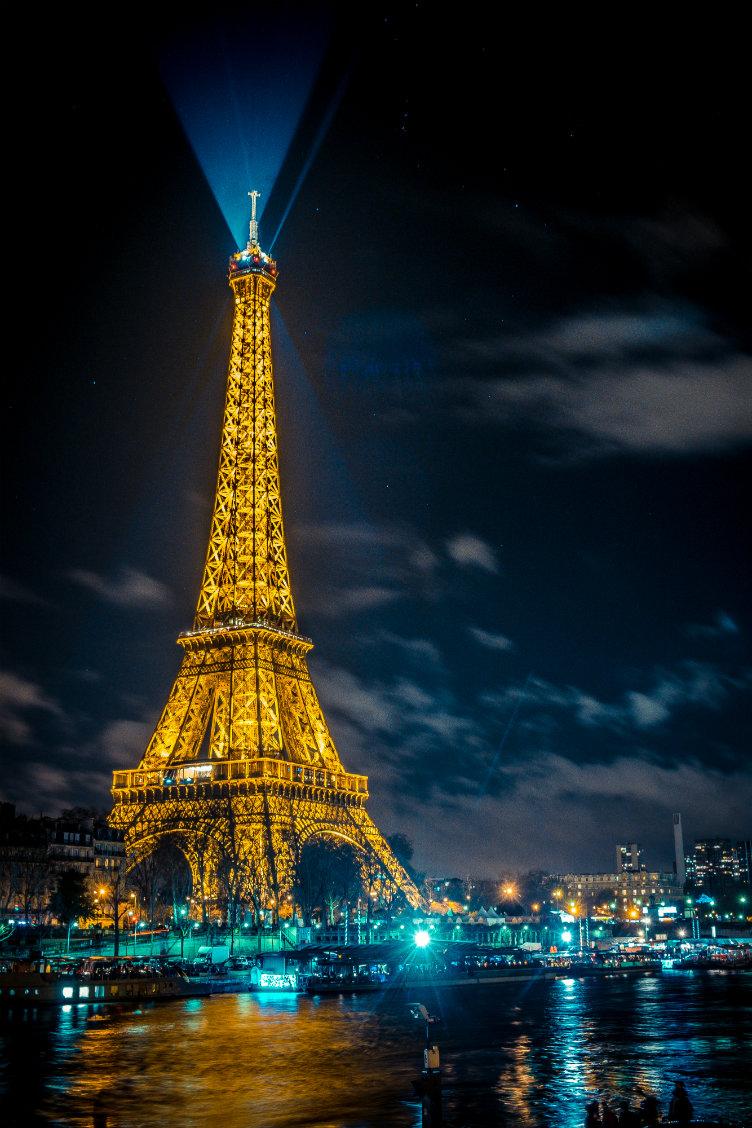 برج إيفل ليلا #باريس #فرنسا