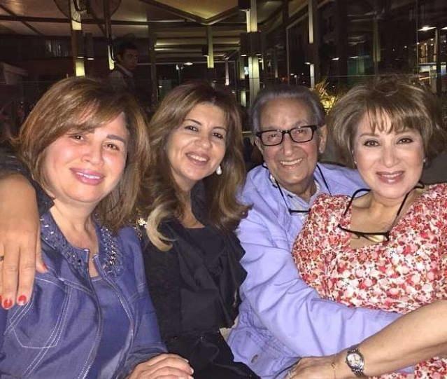 اخر الصور للفنان الراحل نور الشريف يحتفل بعيد ميلاده مع عائلته برغم مرضه الشديد #مصر #نور_الشريف #وفاة_نور_الشريف صوره رقم 1