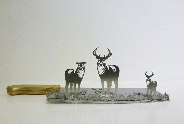 فنان ينحت مجسمات على شفرة السكين #غرد_بصورة -صورة 1