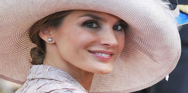 الملكة الإسبانية ليتيسيا صاحبة أفضل طلة في 2015 #مشاهير