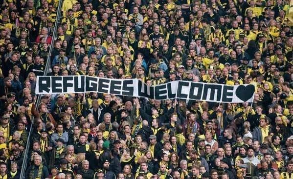 جماهير الأندية الألمانية ترحب باللاجئين السوريين في بلادهم خلال مباريات فرقهم بالدوري #كورة صورة 2
