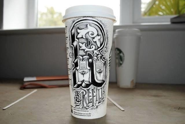 فنان يبدع في الرسم وتحويل أكواب المشروبات إلى لوحة فنية رائعة #غرد_بصورة -صورة1
