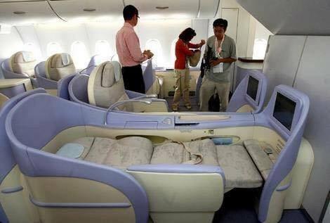 صور الطائرة الأكبر التي تنضم لخطوط الإمارات وتحتوي على برك سباحة ومرافق اخرى - صورة ٥