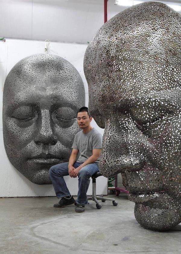 الفنان الكوري يونج ديوك يشكل أعمال فنية من جنازير الدراجات ال#قديمة #فن - صورة ١