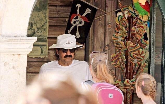 أمير #قطر السابق حمد بن خليفة ال ثاني يقضي إجازته الصيفية في ديبروفونيك #كرواتيا - صورة ٢