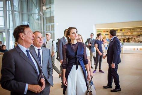 #الملكة_رانيا_العبد_الله و #الأميرة_إيمان خلال زيارة إلى أحد المتاحف الفنية في #باريس #باريس #فرنسا 26 آب 2015 صوره 3