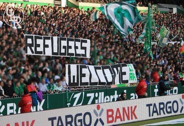 جماهير الأندية الألمانية ترحب باللاجئين السوريين في بلادهم خلال مباريات فرقهم بالدوري #كورة صورة 1