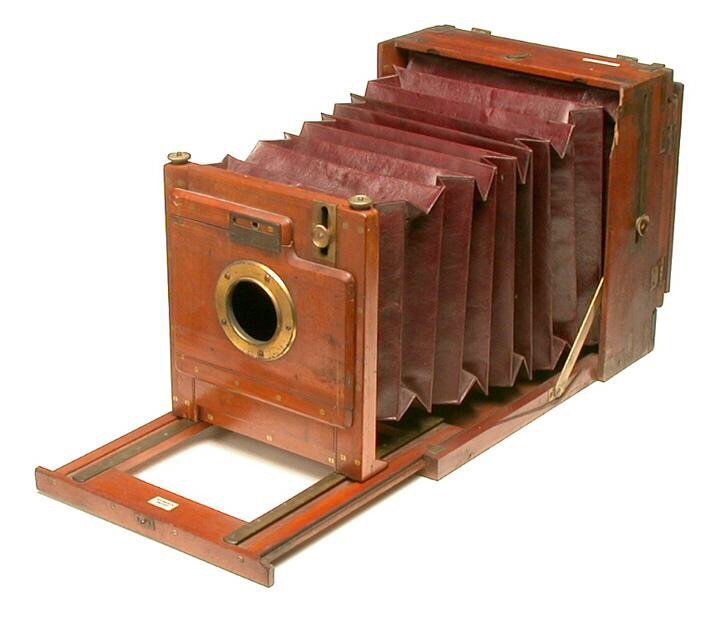 كاميرا يعود تاريخها إلى العام 1850