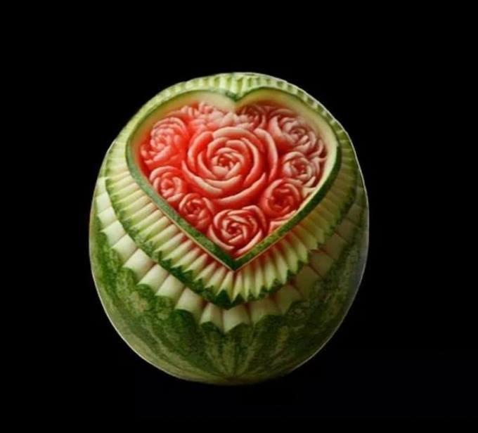 فن النحت على البطيخ #غرد_بصوره صوره رقم 1