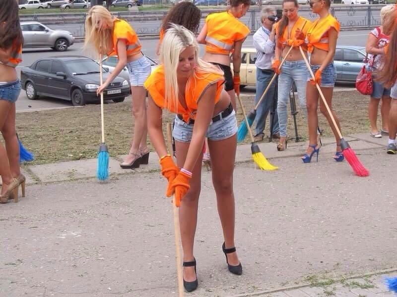 في #أوكرانيا لتشجيع الشباب على تنظيف الشوارع
