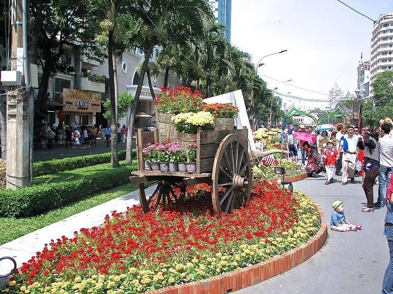 أسواق مليئة #بالزهور فى فيتنام #غرد_بصوره 4