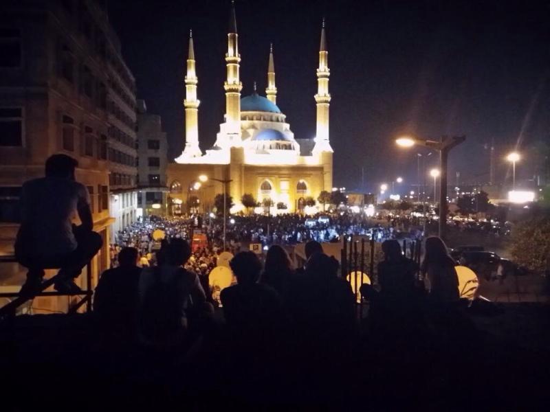 صورة للمتظاهرين في #بيروت #طلعت_ريحتكم