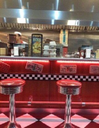 مطعم روت ٧ دينر شارع عمر بن عبدالعزيز، #الرياض