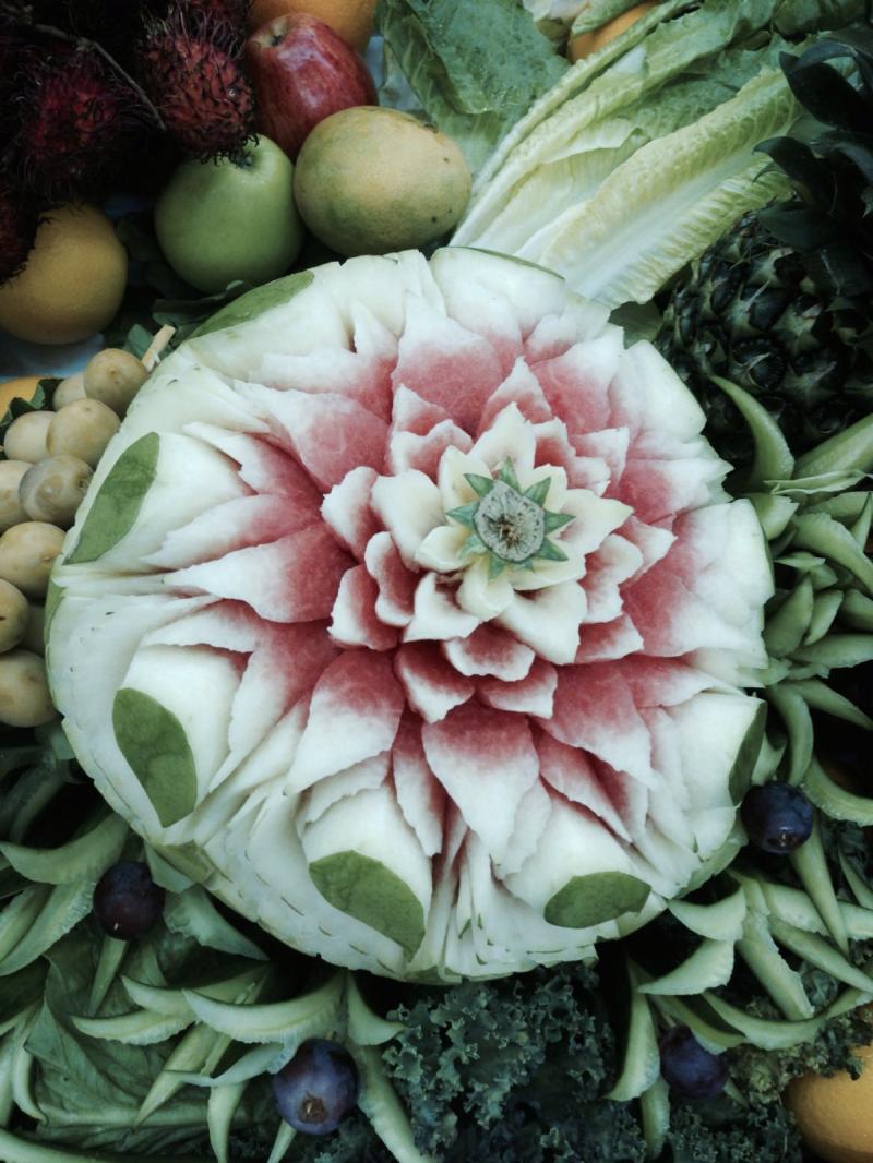 باقات وتصاميم مميزة من الفواكه والخضار في الخالدية مول #أبوظبي - صورة ٥
