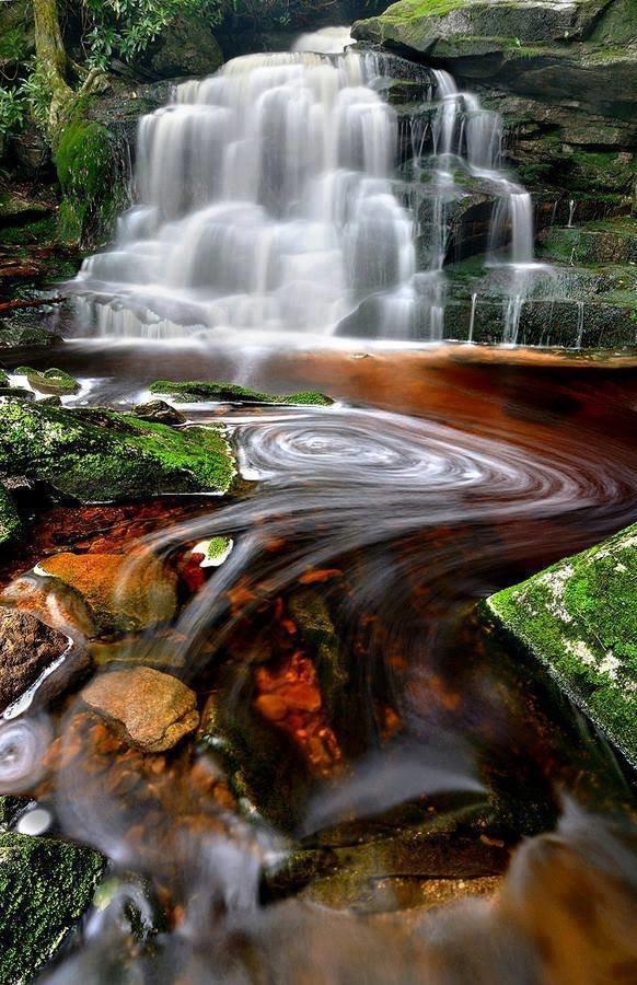 شلالات جميلة في ولاية فيرجينيا الأميركية صوره 1